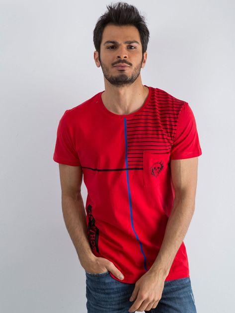 Czerwony męski t-shirt w paski z napisem