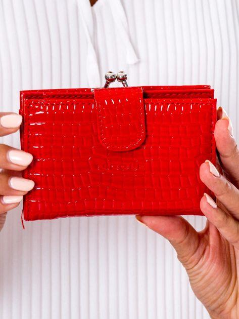 Czerwony portfel damski z biglem
