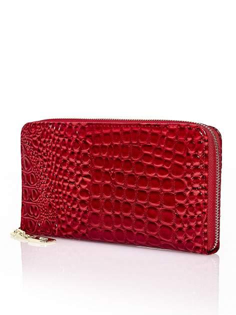 Czerwony portfel kopertówka z motywem skóry krokodyla                                  zdj.                                  2