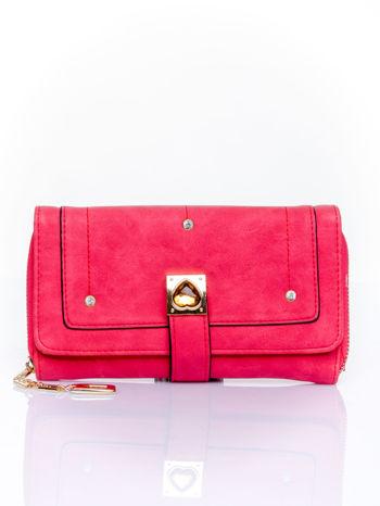Czerwony portfel z dżetami i ozdobnym zapięciem                                  zdj.                                  1