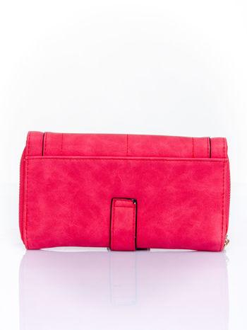 Czerwony portfel z dżetami i ozdobnym zapięciem                                  zdj.                                  2