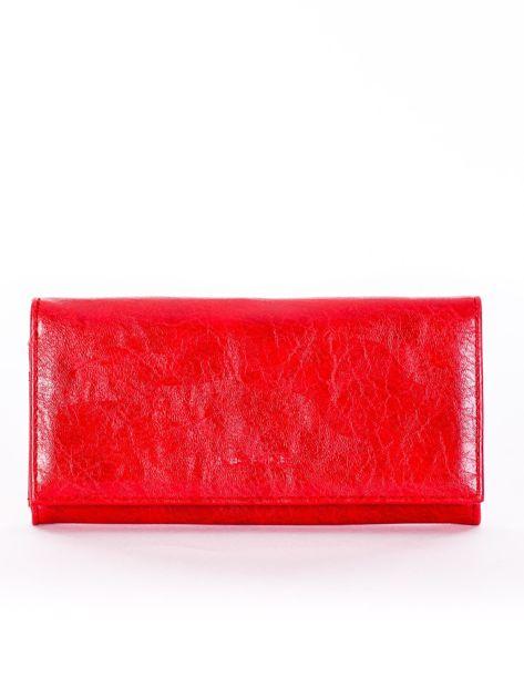 Czerwony portfel z zapięciem na bigiel