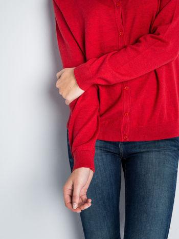 Czerwony rozpinany sweter z bawełny                                  zdj.                                  4