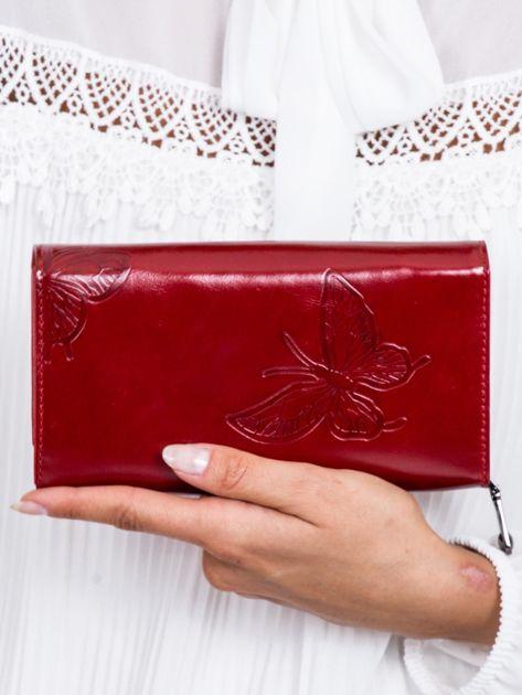 Czerwony skórzany portfel w tłoczone motyle                              zdj.                              2
