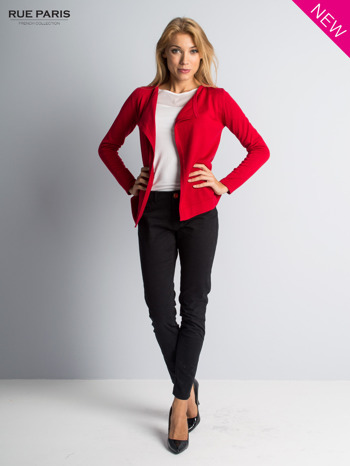 Czerwony sweter narzutka z kaskadowymi bokami                                  zdj.                                  2