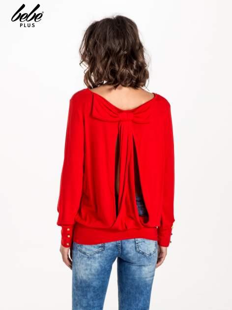 Czerwony sweter z kokardą na plecach                                  zdj.                                  3