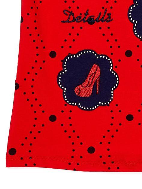 Czerwony t-shirt dla dziewczynki z naszywkami                              zdj.                              4