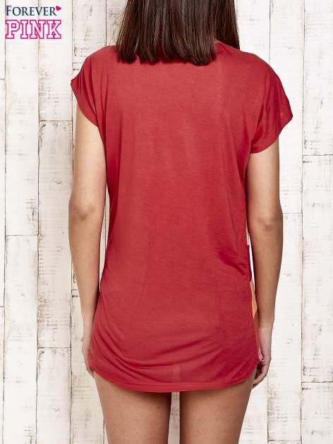 Czerwony t-shirt w poziome pasy