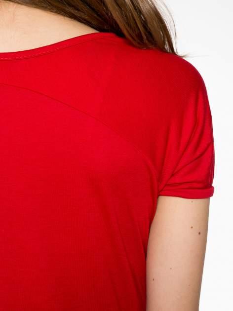 Czerwony t-shirt z nadrukiem PARIS                                  zdj.                                  9