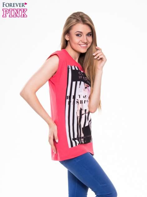 Czerwony t-shirt z nadrukiem kobiety w stylu fashion                                  zdj.                                  2