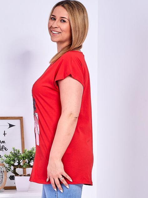 Czerwony t-shirt z roślinnym motywem PLUS SIZE                              zdj.                              5