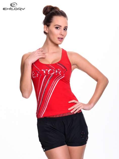 Czerwony top sportowy z logo EXTORY i efektem glitter                                  zdj.                                  1