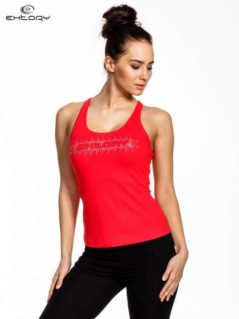 Czerwony top sportowy z logo z dżetów                                  zdj.                                  1