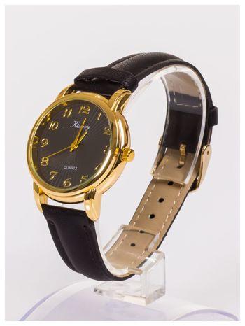 Damski zegarek z delikatnym wzorem na tarczy                                  zdj.                                  2