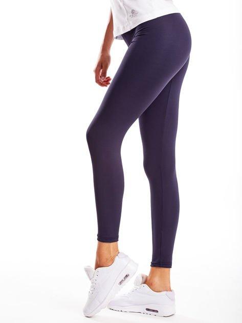 Długie grafitowe legginsy fitness o średniej grubości                                zdj.                              3
