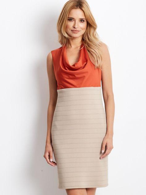 Dopasowana sukienka koktajlowa z dekoltem wodą pomarańczowo-beżowa                              zdj.                              1