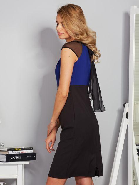 Dopasowana sukienka koktajlowa z szarfą czarno-kobaltowa                              zdj.                              3