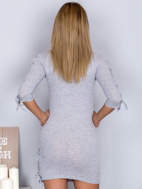 Dopasowana sukienka lace up w szeroki prążek jasnoszara                              zdj.                              2