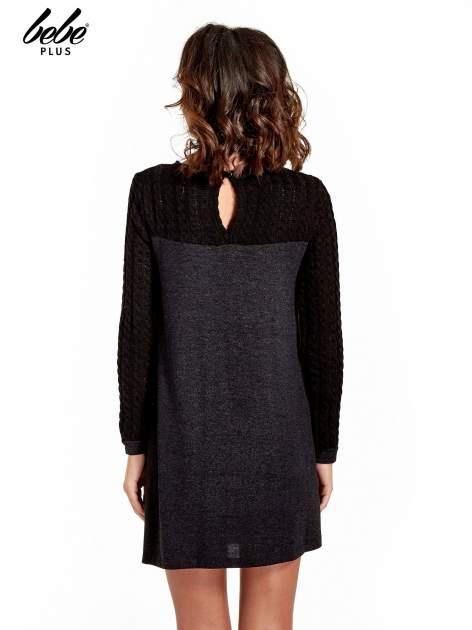 Dzianinowa sukienka z warkoczowym karczkiem                                  zdj.                                  4