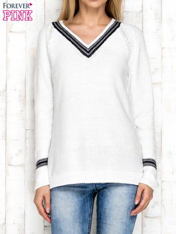 Dzianinowy sweter z dekoltem w serek ecru                              zdj.                              1