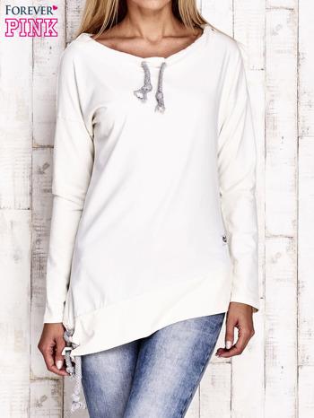 Ecru asymetryczna bluza z troczkami                              zdj.                              1