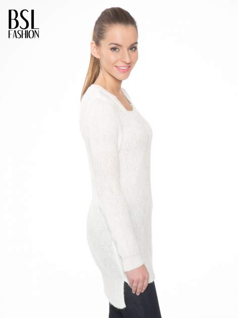 Ecru ażurowy długi sweter z rozporkami                                  zdj.                                  3