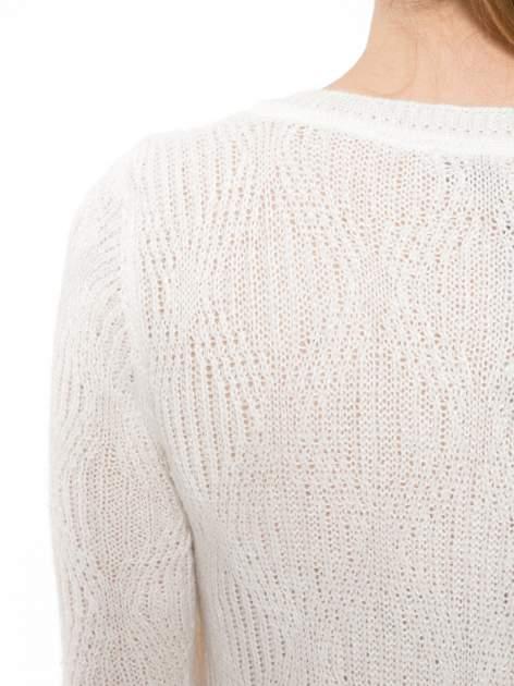 Ecru ażurowy długi sweter z rozporkami                                  zdj.                                  7