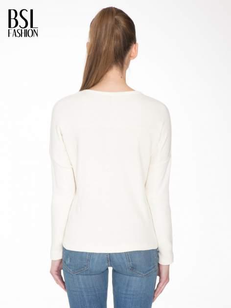 Ecru bluza z ozdobnym suwakiem                                  zdj.                                  4