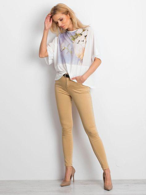 Ecru bluzka oversize z kwiatowym nadrukiem                              zdj.                              4