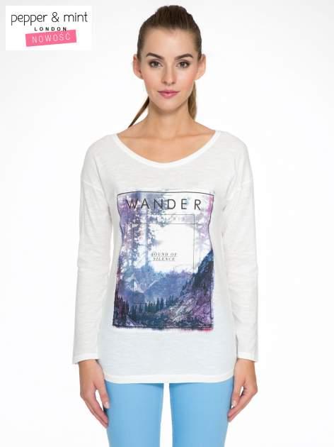 Ecru bluzka z nadrukiem krajobrazu i napisem WANDER