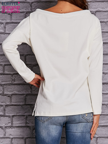 Ecru bluzka z wiązaniem przy dekolcie i kieszenią                                  zdj.                                  4