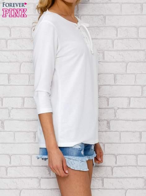 Ecru bluzka ze sznurowanym dekoltem                                  zdj.                                  3
