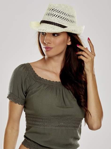Ecru damski kapelusz kowbojski z ciemną plecionką                                  zdj.                                  1