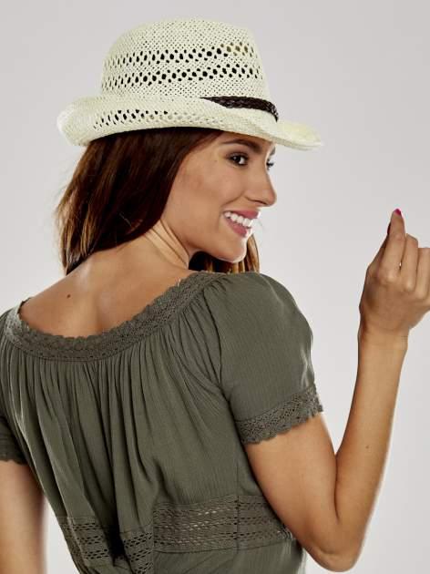 Ecru damski kapelusz kowbojski z ciemną plecionką                                  zdj.                                  3