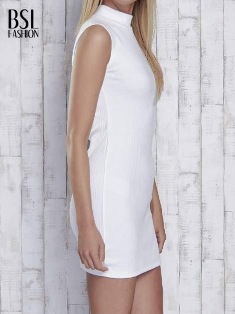Ecru dopasowana sukienka z golfem                                  zdj.                                  3