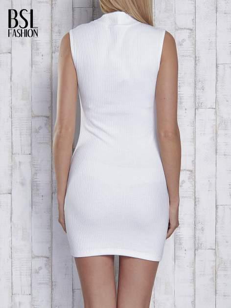 Ecru dopasowana sukienka z golfem                                  zdj.                                  4