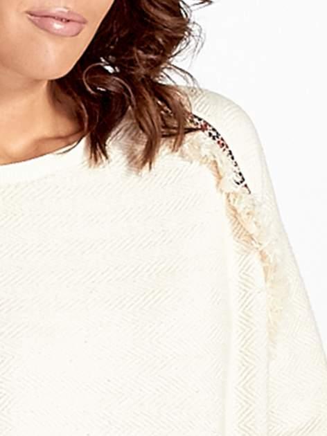 Ecru fakturowana bluza w stylu boho                                  zdj.                                  4