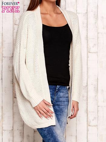 Ecru fakturowany otwarty sweter                                   zdj.                                  3
