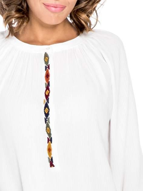 Ecru koszula z marszczonym dekoltem i wzorzystą wstawką w stylu hippie                                  zdj.                                  7