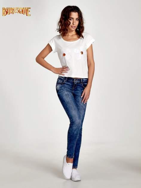 Ecru t-shirt damski z cekinami                              zdj.                              4