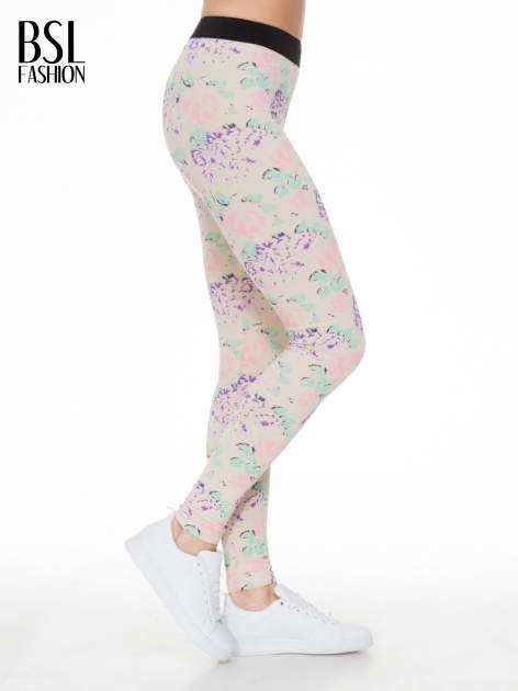 Ecru legginsy we wzór floral print z elastyczną gumą w pasie                              zdj.                              3