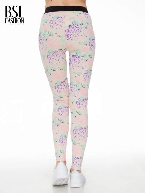 Ecru legginsy we wzór floral print z elastyczną gumą w pasie                              zdj.                              5