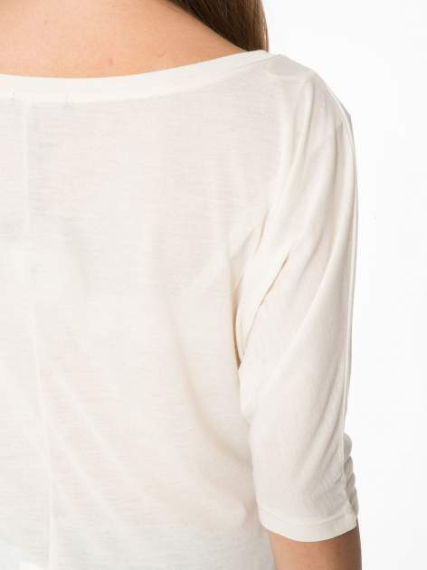 Ecru półtransparentna bluzka z łódkowym dekoltem i rękawami 3/4                                  zdj.                                  11