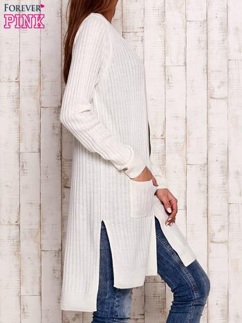 Ecru prążkowany sweter z kieszeniami                                  zdj.                                  3