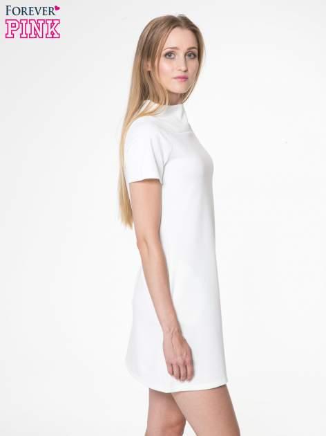 Ecru prosta sukienka z półgolfem                                  zdj.                                  3