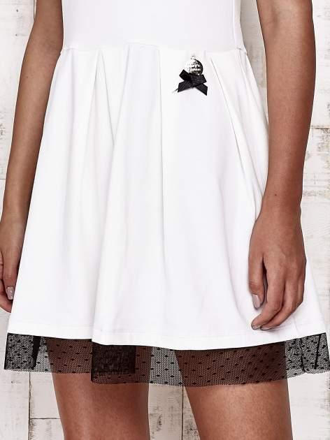 Ecru sukienka dresowa z tiulem w groszki                                  zdj.                                  5