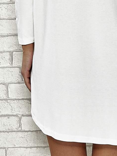 Ecru sukienka ze złotym napisem UNIQUE                                  zdj.                                  6