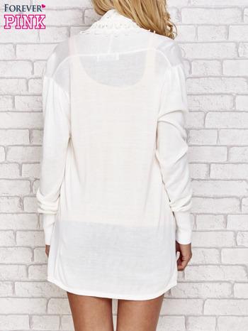 Ecru sweter kardigan z ażurowym przodem                                  zdj.                                  4