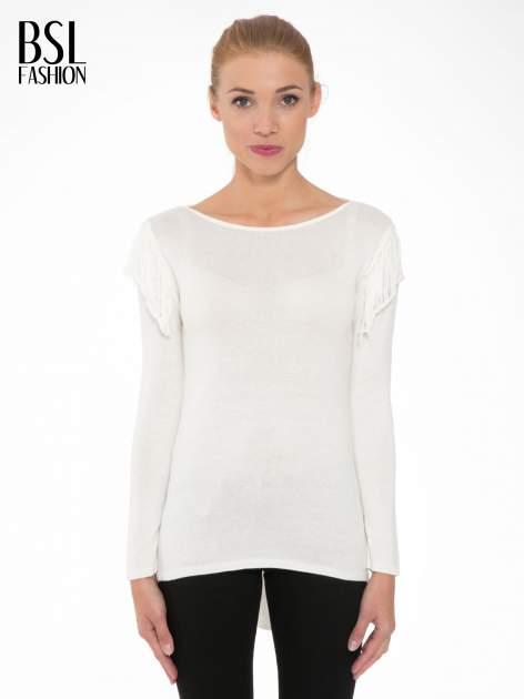 Ecru sweter z frędzlami przy ramionach i dekoltem na plecach                                  zdj.                                  1