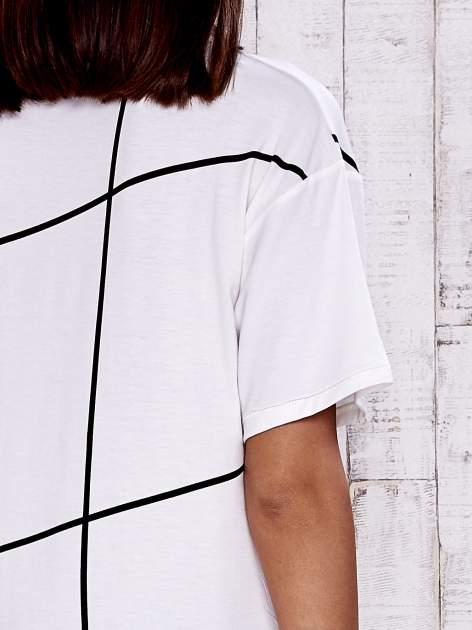 Ecru t-shirt z geometrycznym motywem                                  zdj.                                  6